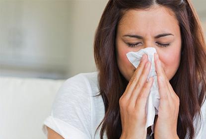 Насморк при аллергии у взрослых и детей