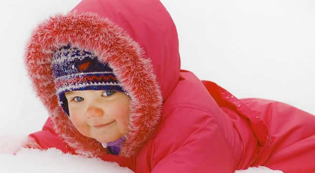 Каждый родитель должен знать, как проявляется аллергия на холод у ребенка, ведь ее отсутствие сегодня еще не гарантирует стопроцентного исключения заболевания в ближайшем будущем