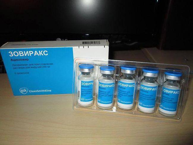 При экземе на языке врачи назначают инъекции противогерпетические на основе ацикловира. Одним из таких препаратов является Зовиракс