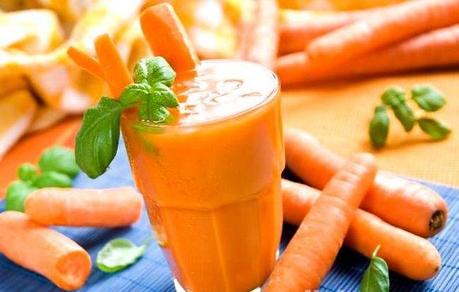 С экземой на языке можно бороться и с помощью народной медицины. К примеру, морковно-картофельный сок поможет нормализовать микрофлору полости рта.