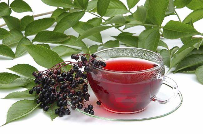 Чай из листьев черной смородины отлично лечит дерматоз на фоне сахарного диабета.