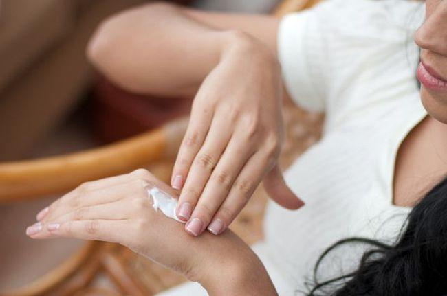 Восстановить кожу после экземы можно с помощью комплекса специальных средств.