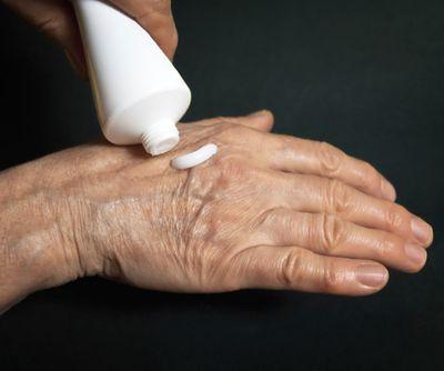 Применение кремов при экземе.