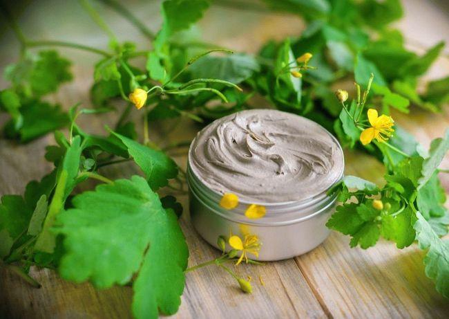 Мазь с чистотелом помогает при любых видах дерматоза.