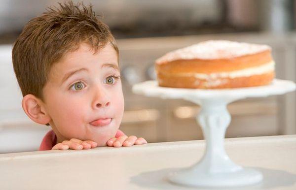 Сладости могут стать причиной атопической экземы у ребенка.