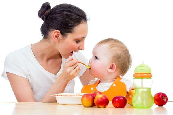 При экземе рацион ребенка следует тщательно пересмотреть.