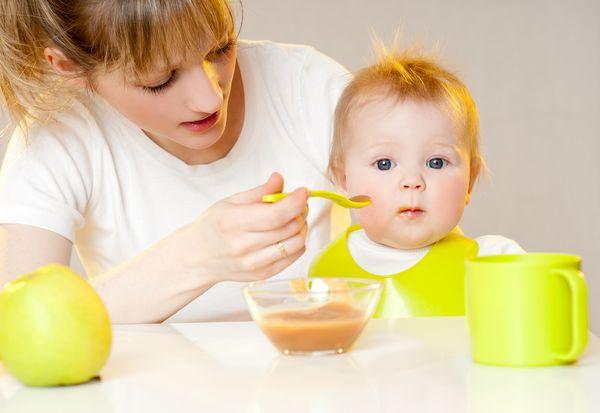 При себорейной экземе необходимо пересмотреть питание ребенка.