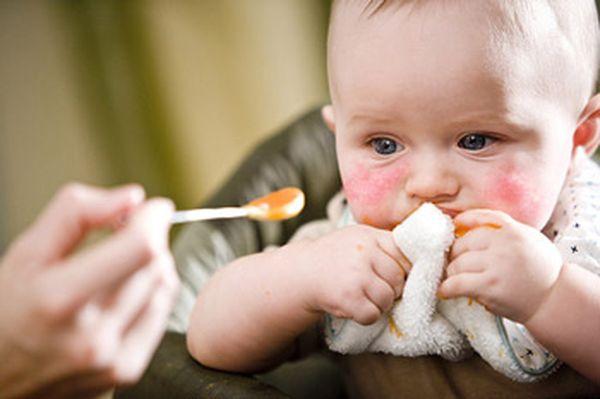 Малыши от 2 месяцев до 6 лет являются самой уязвимой группой.